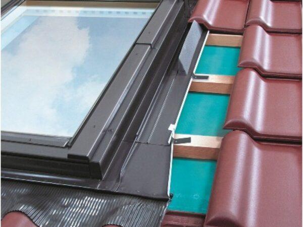 Paigaldustarvikud ja ääriseplekid katuseakendele FAKRO